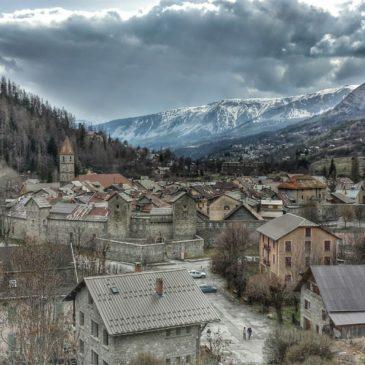 Colmars-les-Alpes, vilarejo medieval entre rio e montanha
